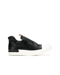 Zapatillas slip-on de cuero en negro y blanco de Cinzia Araia