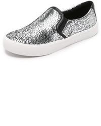 Zapatillas slip-on de cuero plateadas de DKNY