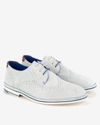 Zapatos brogue de ante blancos