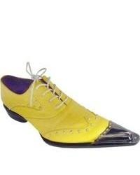 Zapatos brogue de cuero amarillos
