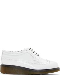 Zapatos brogue de cuero blancos de Studio Pollini