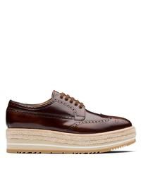 Zapatos brogue de cuero burdeos de Prada