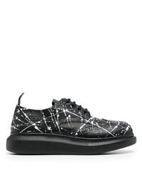 Zapatos brogue de cuero en negro y blanco de Alexander McQueen