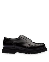 Zapatos brogue de cuero gruesos negros de Prada