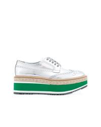 Zapatos brogue de cuero plateados de Prada