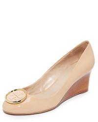 Zapatos con cuña marrón claro de Tory Burch