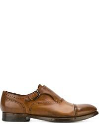 Zapatos con hebilla de cuero en tabaco