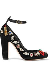 Zapatos de tacón con adornos negros de Alexander McQueen