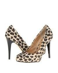 Zapatos de tacón de ante de leopardo marrón claro