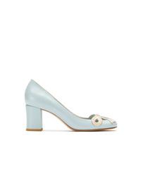 Zapatos de tacón de cuero celestes de Sarah Chofakian