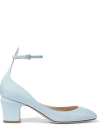 Zapatos de tacón de cuero celestes de Valentino