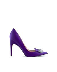 Zapatos de tacón de cuero con adornos en violeta de Sergio Rossi