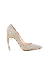 Zapatos de tacón de cuero con adornos plateados de Nicholas Kirkwood