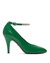 Zapatos de tacón de cuero con adornos verdes de Gucci