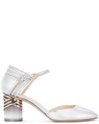 Zapatos de tacón de cuero con estampado geométrico plateados de Nicholas Kirkwood