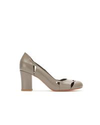 Zapatos de tacón de cuero con recorte grises de Sarah Chofakian