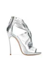Zapatos de tacón de cuero con recorte plateados de Casadei