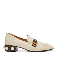 Zapatos de tacón de cuero con tachuelas blancos de Gucci
