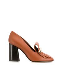 Zapatos de tacón de cuero con tachuelas en tabaco de Valentino