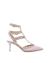 Zapatos de tacón de cuero con tachuelas rosados de Valentino