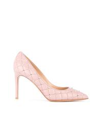 9d57de8cd9d58 Comprar unos zapatos de tacón de cuero con tachuelas rosados  elegir ...