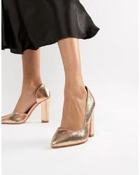 Zapatos de tacón de cuero dorados de Glamorous