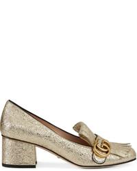 Zapatos de tacón de cuero dorados de Gucci