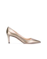 Zapatos de tacón de cuero dorados de Prada