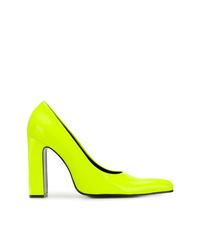 Zapatos de tacón de cuero en amarillo verdoso de Balenciaga