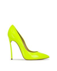 Zapatos de tacón de cuero en amarillo verdoso de Casadei
