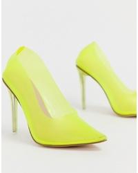 Zapatos de tacón de cuero en amarillo verdoso de Public Desire