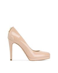 Zapatos de tacón de cuero en beige de MICHAEL Michael Kors