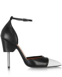 Zapatos de tacón de cuero en blanco y negro de Givenchy