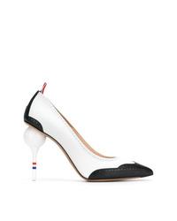 Zapatos de tacón de cuero en blanco y negro de Thom Browne