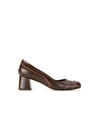 Zapatos de tacón de cuero en marrón oscuro de Sarah Chofakian