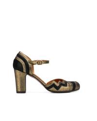 Zapatos de tacón de cuero en negro y dorado de Chie Mihara