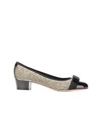Zapatos de tacón de cuero en negro y dorado de Salvatore Ferragamo