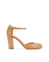 Zapatos de tacón de cuero en tabaco de Chie Mihara