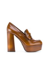 Zapatos de tacón de cuero en tabaco de Prada