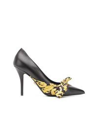Zapatos de tacón de cuero estampados negros de Versace