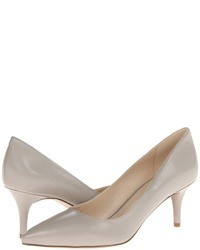 Zapatos de tacón de cuero grises