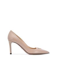 Zapatos de tacón de cuero marrón claro de Prada