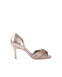 Zapatos de tacón de cuero plateados de Sarah Chofakian