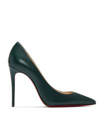 Zapatos de tacón de cuero verde oscuro de Christian Louboutin
