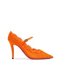 Zapatos de tacón de encaje naranjas de Gucci