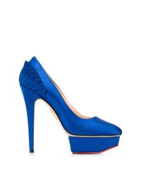 Zapatos de tacón de satén azules de Charlotte Olympia