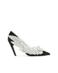 Zapatos de tacón de satén con adornos negros de Balenciaga