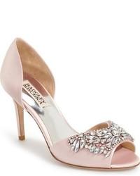 Zapatos de tacón de satén con adornos rosados