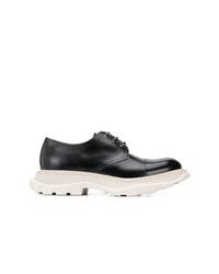 Zapatos derby de cuero en negro y blanco de Alexander McQueen