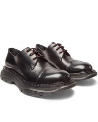 Zapatos derby de cuero gruesos negros de Alexander McQueen